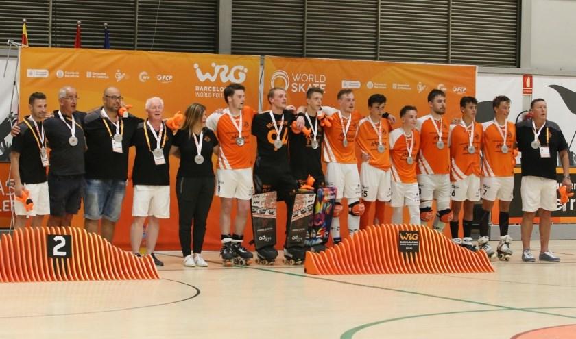 Het Nederlands team wint Roller Games. Derde van links bondscoach Marty van den Brand. Foto: Eef Bal