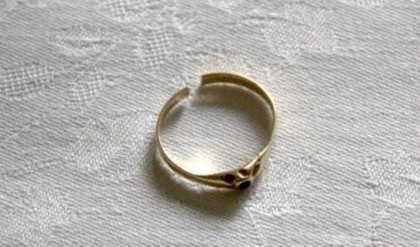 Het ringetje die Carolina geërfd heeft van haar overgrootmoeder.