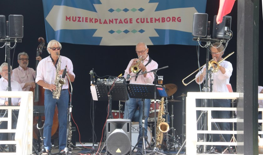 Het was genieten van de jazzband in muziektent de Plantage te Culemborg.