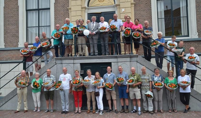 Ook de groepsfoto op het bordes is inmiddels een mooie traditie geworden (foto Jan Boer)