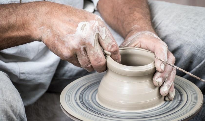 Afdeling Activiteitentherapie van de Vogellanden zoekt een keramist of pottenbakker.