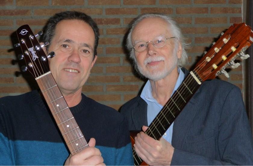 Het duo Gerard Slutter (l) en Louis Roes treedt zondag 21 juli op bij Hope Music in Duiven.
