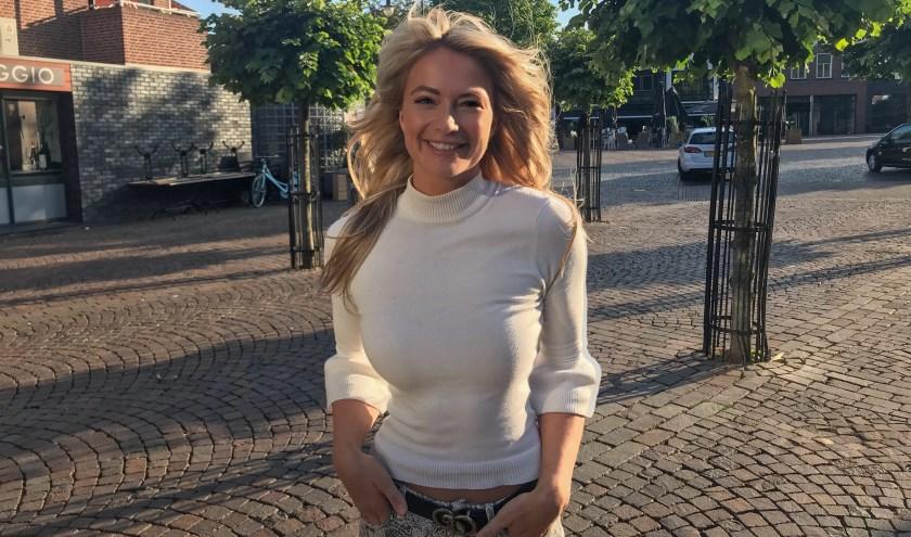 Leonie Hesselink komt nog regelmatig naar Winterswijk, ook op de Markt. Gezellig bijkletsen met familie en vrienden. (Foto: PR)