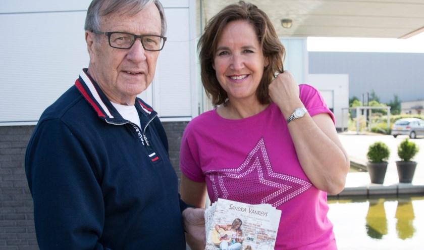Sandra Vanreys met Hans Beele, die het voor haar mogelijk maakte om dit country album op te nemen.
