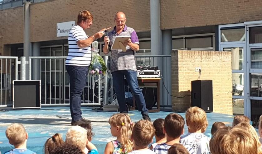Wim Westerweele krijgt de onderscheiding van Christel Bockstael (SBB)