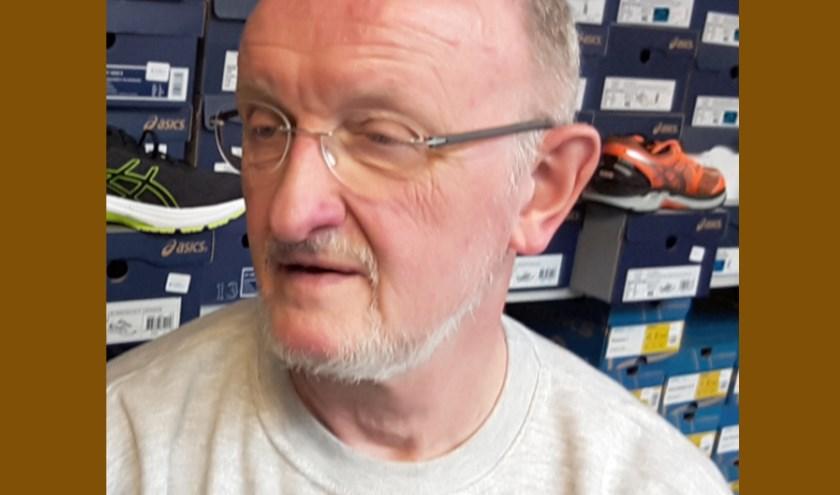 Ed Vergeer verleende na zijn pensioen hand- en spandiensten aan de Spikeshop van Agnes Popkema in Reeuwijk. Foto: PR