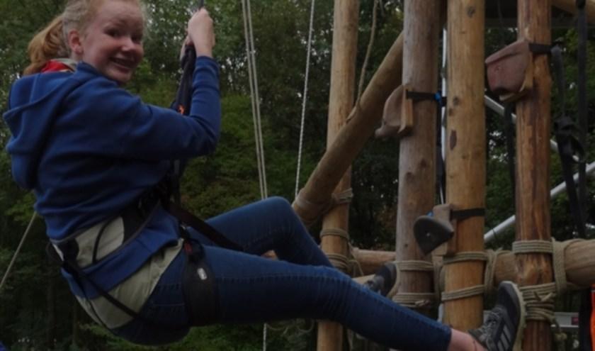 Veerle aan het klimmen bij Scouting JMC