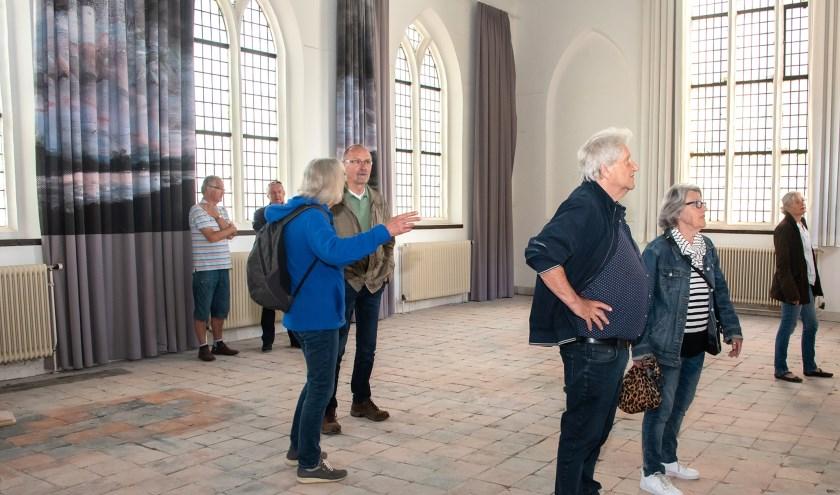 Bezoekers tijdens de Open dag van de bouw, met op de achtergrond de reproductie van Schippers'werk. (Foto: Willem Feith)