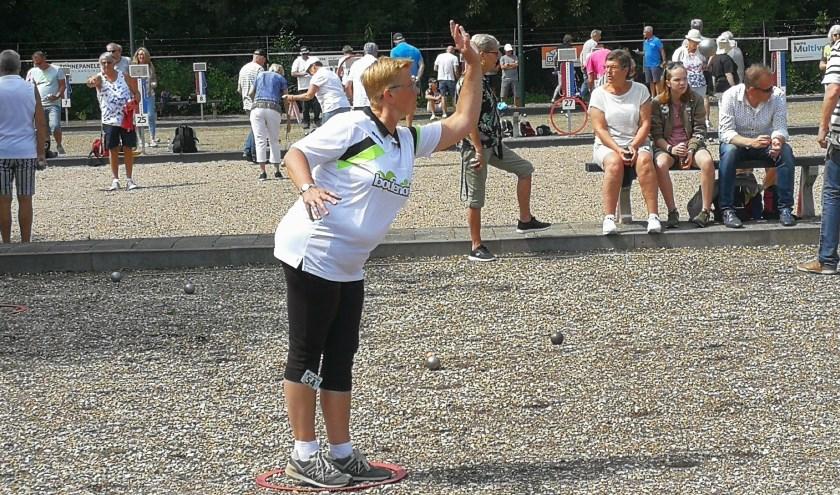 Ria Bronsema, uitkomend voor het nationale team, in actie op het Vlaerdinghs Maetjes toernooi (Foto Peter Spek).