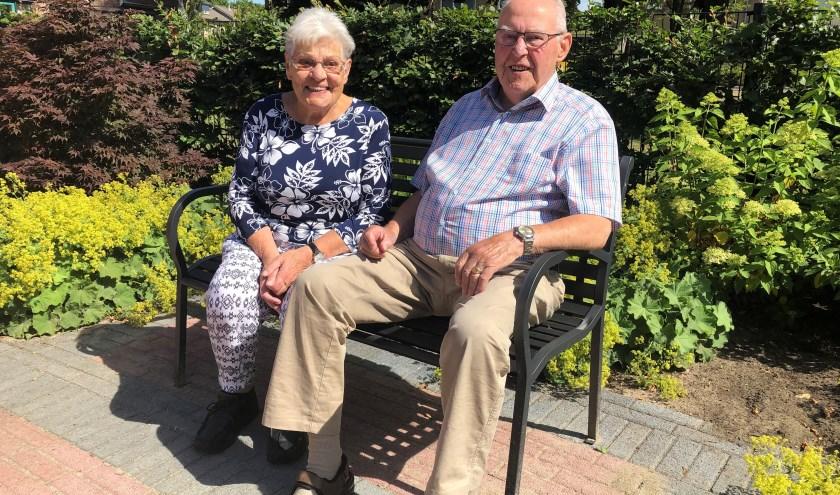 Willemke 'Wikkie' Klop (92) en Henk de Jong (90) kijken met weemoed terug op de Nijmeegse vierdaagse. (foto Hannie Schrijver)