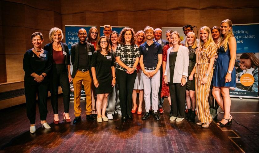 Eindexamenstudenten van de Thomas More Hogeschool in Rotterdam traden dinsdag 9 juli op samen met de bekende musicus Wouter Hamel.