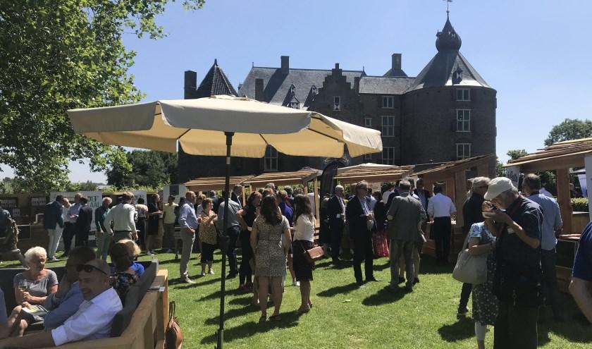 Op en rond kasteel Ammersoyen in Amerzoden genoten honderden van de sprekers, streekproducten, de sfeer en natuurlijk het gezelschap.