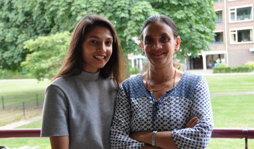 Gita en haar moeder Sabitra: we voelen ons helemaal thuis in Bilthoven. FOTO: Julie Houben