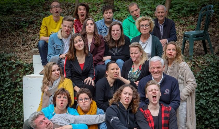 Jeugdtheatergroep De Kersouwe uit Heeswijk-Dinther speelt op 7 juli 'De club van lelijke kinderen' in het Openluchttheater in Overloon. (foto: Jos Kaldenhoven)