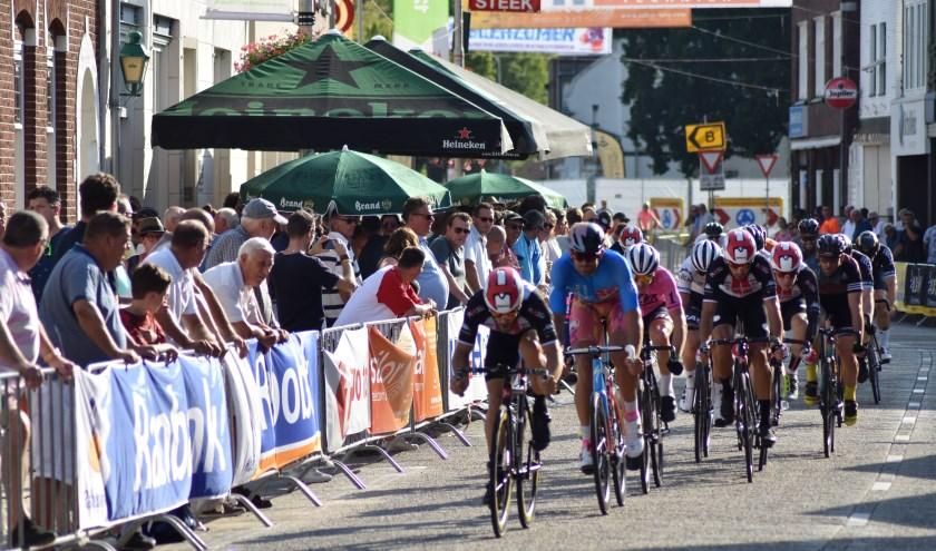 Hoogtepunt van de Wielerzomer is voor velen De Draai waar wielersport en amusement hand in hand gaan. Foto: Pascal de Geus.