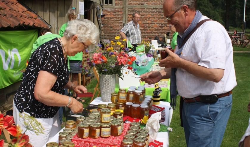 Zie onder meer hoe jam en chutney worden gemaakt tijdens een mooi dagje vol oude ambachten bij De Lebbenbrugge.