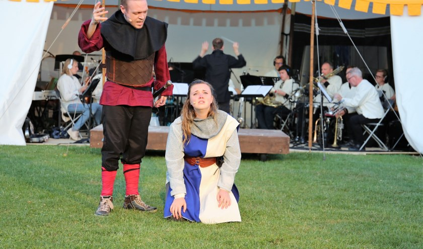 Iris Langenberg en Nick Dijkstra in Jeanne d'Arc. Foto: Fred Roland