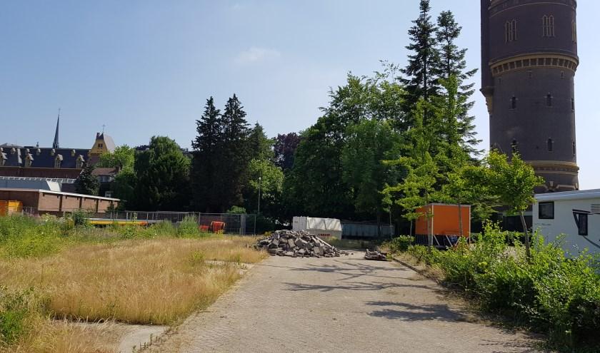 De Watertoren is van Brabant Water en inmiddels buiten gebruik, evenals het terrein dat erachter ligt.