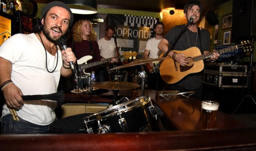 De Goudse band Cookhouse met Jeroen en Ronald Hendriksen treden op tijdens het eerste Gouds Geluk Festival. Foto: Marianka Peters