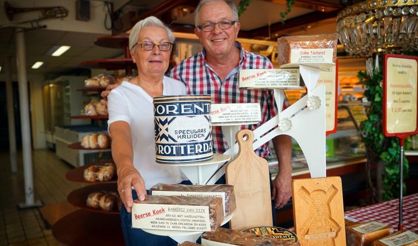 Twan en Els van Dijk van de bakkerswinkel in Beers gaan na 34 jaar stoppen. (foto: Tom Oosthout)