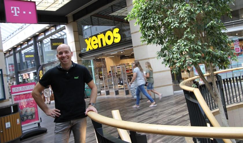 Jean-Paul van den Tillaar bij de Xenos, een van de nieuwe aanwinsten in het Citycentrum. FOTO: Ad Adriaans.