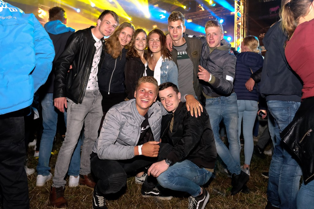Vriendenstel gezellig uit op de Rijnweek. (Foto: Max Timons)   © Persgroep