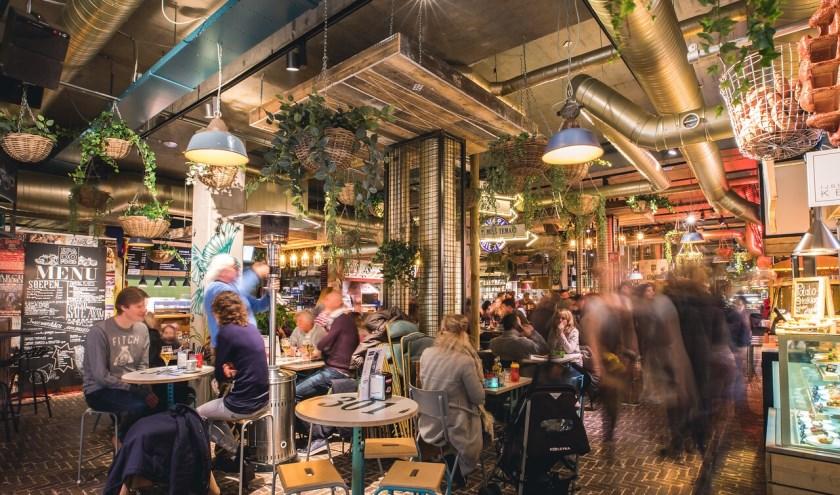 Aan de Smalle Haven in Eindhoven vind je maar liefst 20 foodbarretjes onder één dak: de Down Town Gourmet Market.