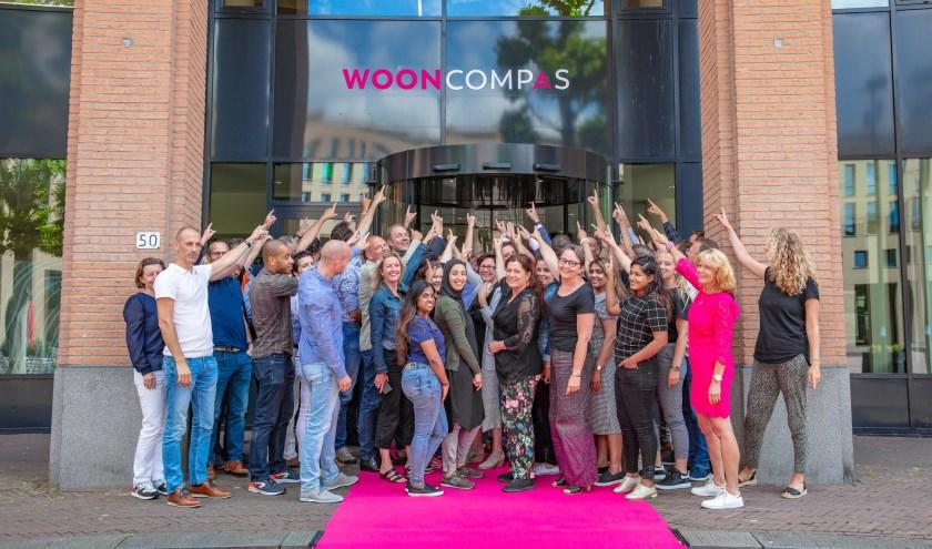 Medewerkers voor het kantoor van Wooncompas in Ridderkerk (Foto: PR)
