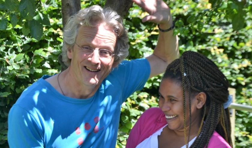 Fiyameta is 19 jaar en komt uit Akroedt in Eritrea, Egbert is 61 jaar en komt oorspronkelijk uit Sneek. Door Match & Connect zijn ze elkaar in Deventer tegengekomen.