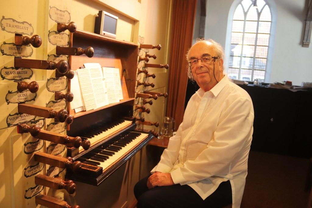 Organist  Guy Bovet uit Zwitserland liet zijn première van een nieuw muziekstuk op het orgel horen. Foto: Theo van Dam © Persgroep