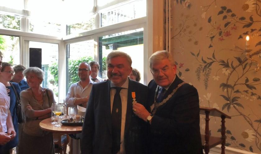 Giovanni Timmermans uit Udenhout ontving vorige week een Koninklijke onderscheiding uit handen van burgemeester Van Zanen van Utrecht.