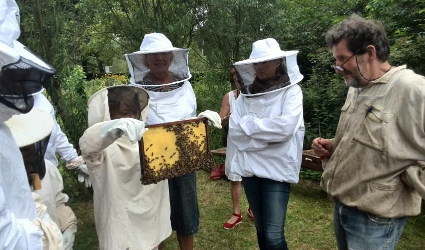 De deelnemende imkerijen laten de bezoekers kennismaken met de wereld van de bijen.