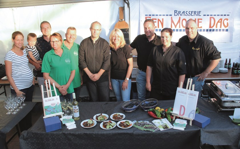 De 'makers' van de Liemerse Menukaart gefotografeerd tijdens het culinaire festijn Pruuvement van Ondernemend Westervoort en MKB Duiven.