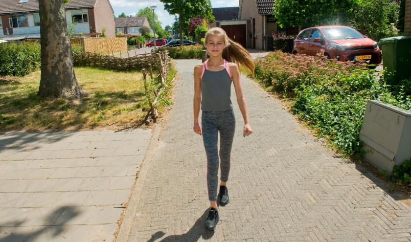 Selina (11) heeft al heel wat kilometers getraind, dus ze is klaar voor de Vierdaagse. (Foto: Maaike van Helmond)