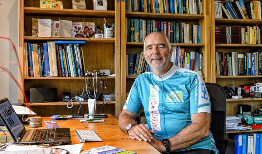 Aan zijn 'Parkinson' bureau heeft Ruud Overes met zijn stichting Parkinson2Beat een dagtaak aan het organiseren van 'Rondje Europa 2019'.