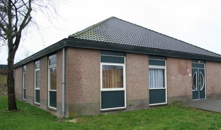Aan de Randweg net voor de Oude Torenbrug staat dit mooie gebouw. Op woensdagochtend is het ingericht als Huis van Gebed.