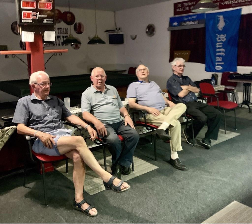 Ook Dingeman (2e van links) had het warm in 't Hartje…  Foto: Bram Speijer © Persgroep