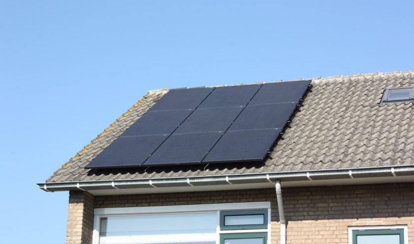 zonnepanelen op eigen dak bespaart geld.