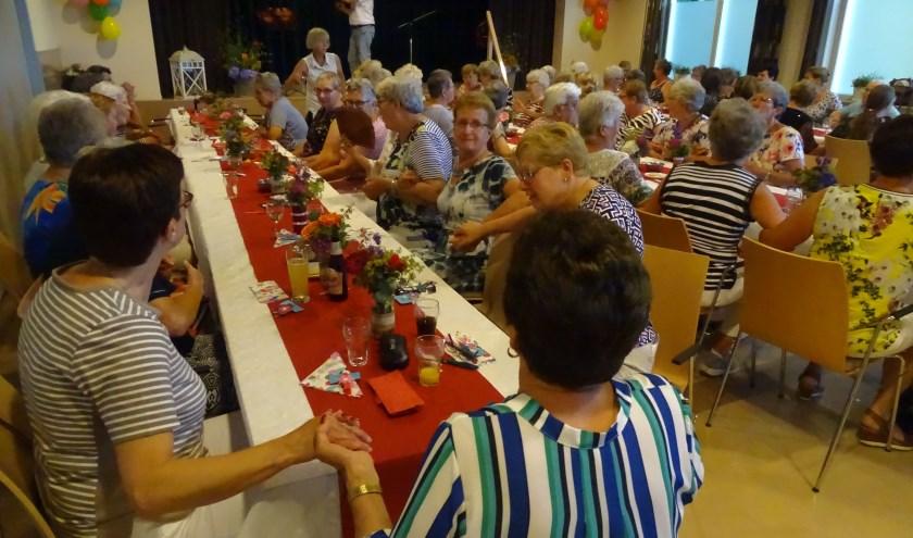 Afgelopen donderdag 29 juni kwamen de leden van de Vrouwen van Nu Raamsdonk/Waspik bij elkaar om het jubileum te vieren.