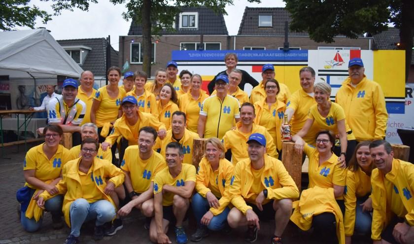 Het Team Welkom Wierden heeft met de deelname aan de Roparun en allerlei acties een mooi bedrag opgehaald. Foto: Jolien van Gaalen.