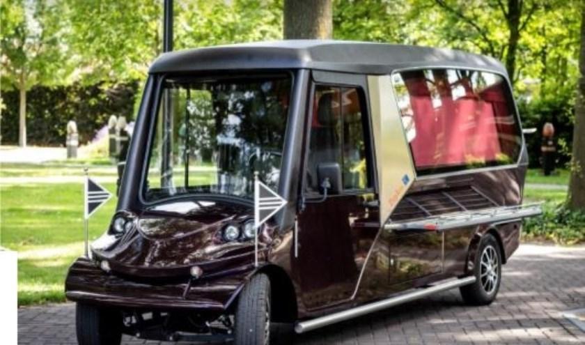 Sinds begin deze maand heeft Zuylen een volledig elektrische en stille rouwauto om overledenen op 'n duurzame wijzete kunnen vervoeren.