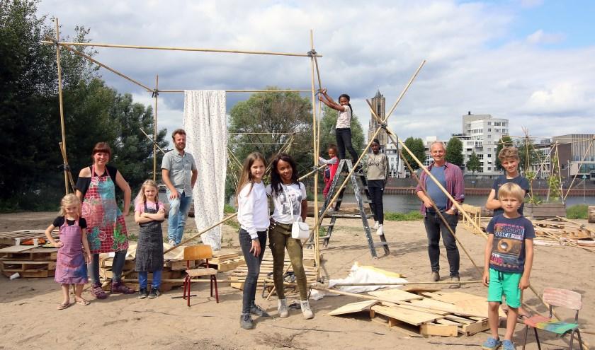 De eerste zondag van Paviljoen de Vrijheid op het Stadsblokkenterrein was al enorm productief