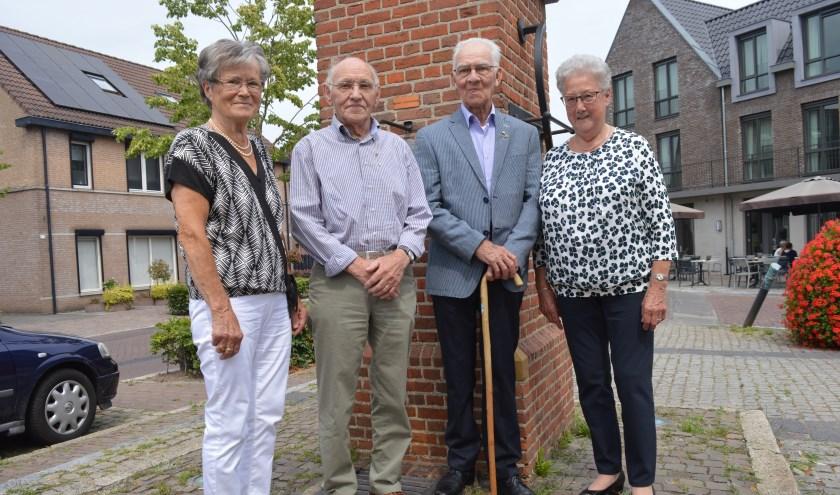 Beide jubilarissen met hun echtgenotes op de foto (foto: Bert Willemen)