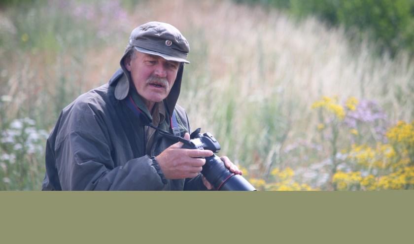 Hanno van der Meulen in zijn element. Natuur en fotografie gaan goed samen. (Foto: Arjen Dieperink)