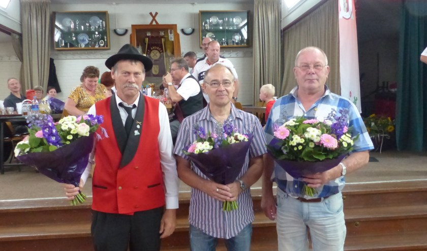 De aanwezige jubilarissen van links naar rechts Geert Elfrink (40), Harrie Sales (40), Theo Reijmer (50)