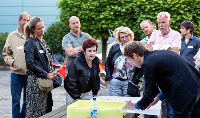 Er was veel belangstelling van de Vlaardingers voor de nieuwe plannen voor het Unileverterrein. (Foto: Arend van der Salm)