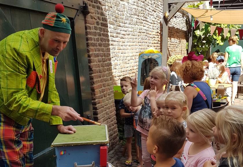 Vorig jaar bracht Magiër Marcello de harten van de kinderen op hol.