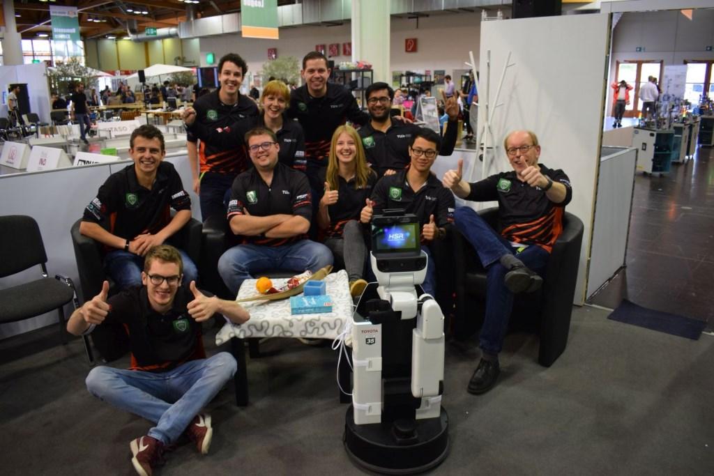 Het team achter zorgrobot HERO. Foto: Tech United © Persgroep