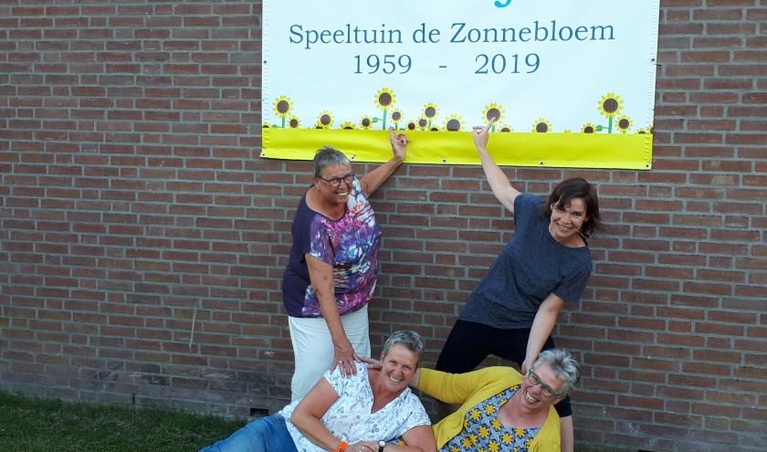De jubileumcommissie, bestaande uit Janny, Willeke, Marina en Alie bedachten het afgelopen jaar allerlei feestelijkheden. (foto: Ina Florusse)