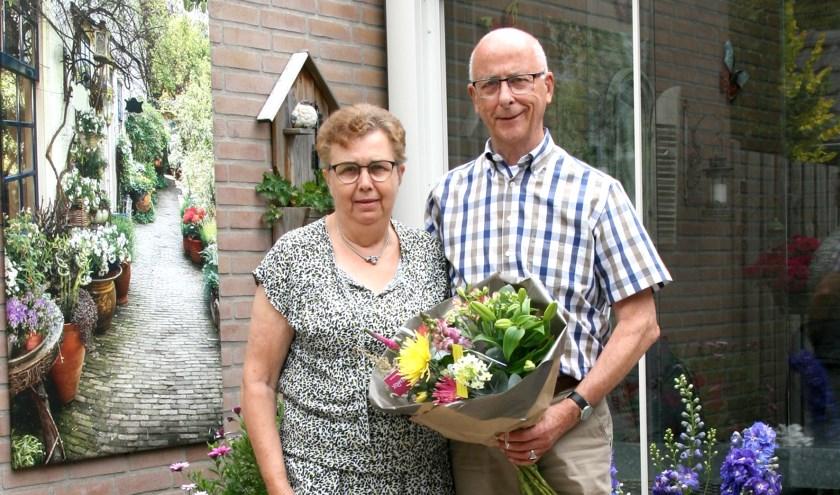 Het echtpaar Rebergen-de Fluiter  uit Elst vierde het 55-jarig huwelijksjubileum. (Foto: Huib van den Berg)